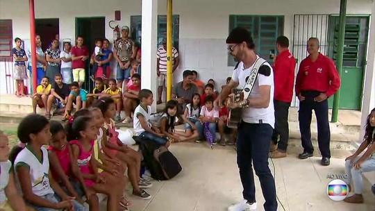 Creche criada pelo cantor Nando Cordel ajuda famílias no Cabo há 28 anos