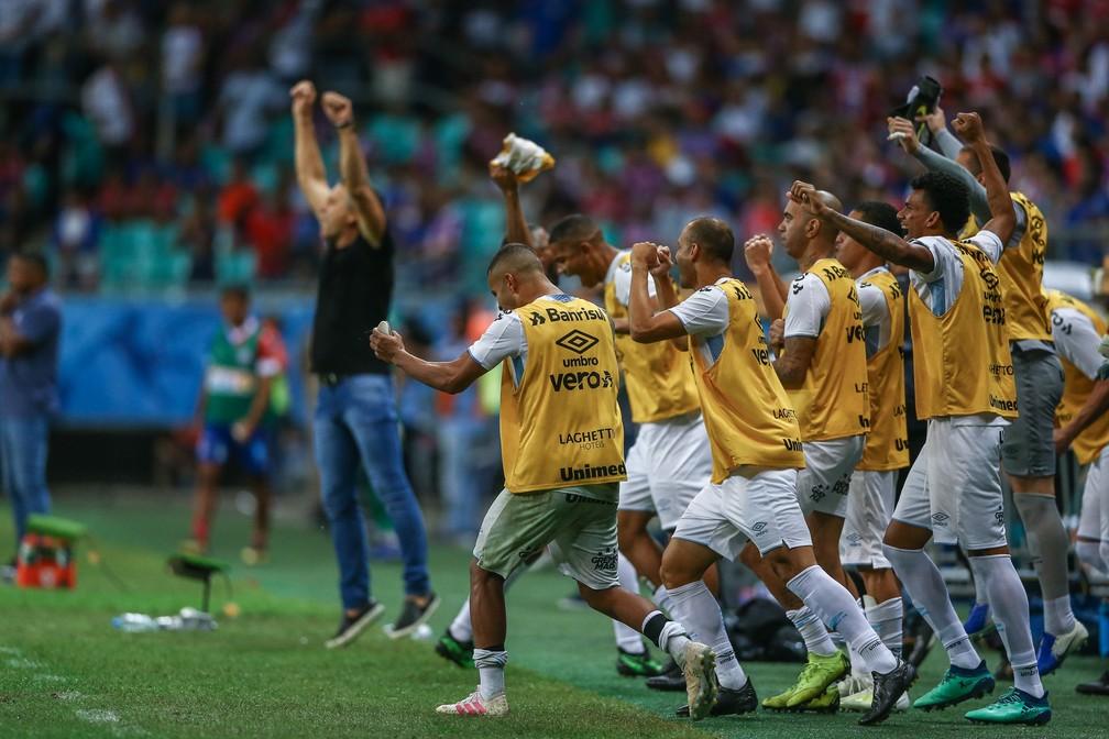 Renato e grupo do Grmio comemoram classificao  Foto Lucas UebelGrmio