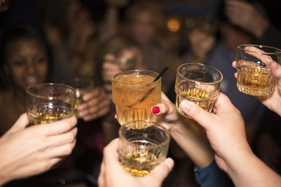 Mistura de drinks e bebidas destiladas aumenta chances de ressaca no dia seguinte (Foto: Divulgação)