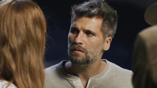 Gabriel descobre sua verdadeira identidade e diz a Luz que vai voltar para São Paulo