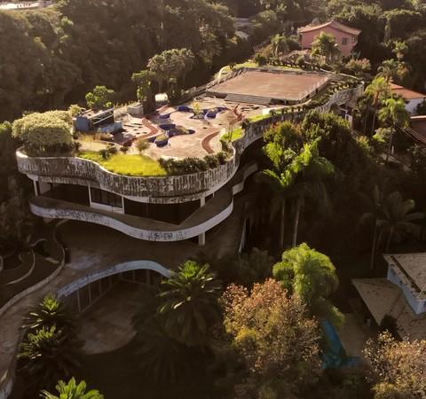 Mansão projetada por Ruy Ohtake está à venda por R$ 70 milhões