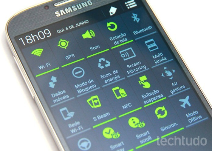 Galaxy S4 é cheio de recursos de software da Samsung (Foto: Alan Mello/TechTudo)