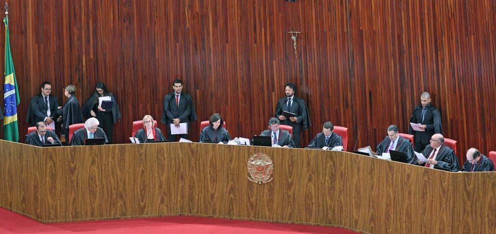Ministros durante sessão do Tribunal Superior Eleitoral (TSE) (Foto: Roberto Jayme/ Ascom /TSE)