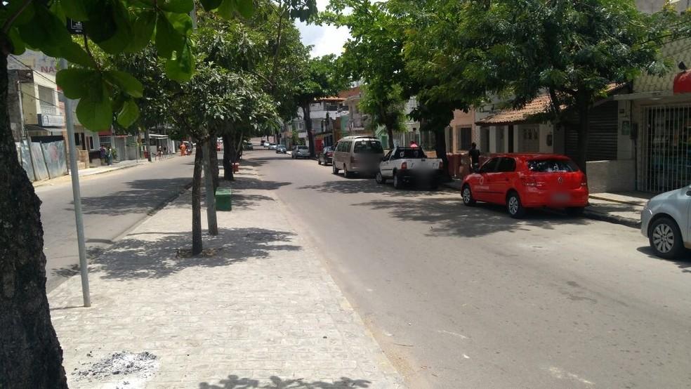 Criança foi encontrada no início da manhã em uma rua do Centro de Caruaru (Foto: Diego Gondim/TV Asa Branca)