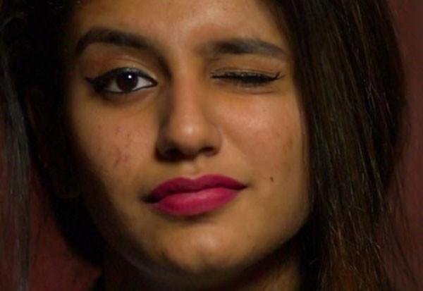 Priya Varrier foi acusada por um grupo muçulmano de 'blasfêmia' por conta de uma cena em um filme (Foto: Reprodução)