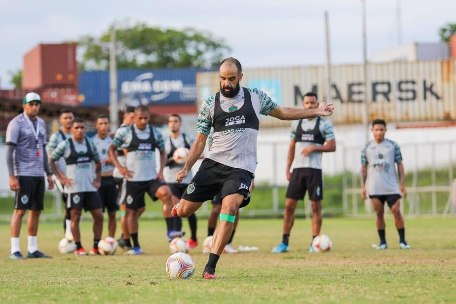 Maestro do Manaus, meia Daniel Costa revela que foi sondado pelo Paysandu,  adversário de sábado | manaus | ge