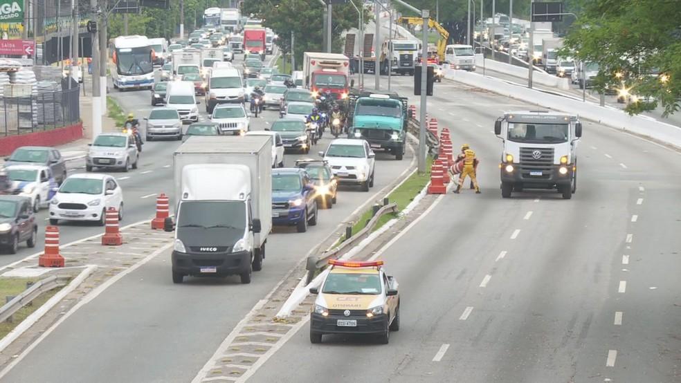 Tráfego na pista central da Marginal Tietê é liberado após término de obra na Ponte do Limão— Foto: Reprodução/TV Globo