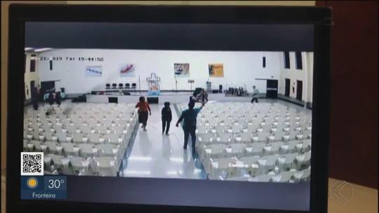 Vídeo mostra momento em que assassino invade igreja