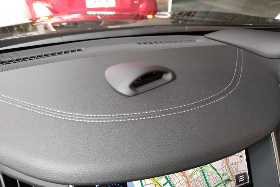Câmera com infravermelho fica apontada para o motorista (Foto: Ulisses Cavalcante/Autoesporte)