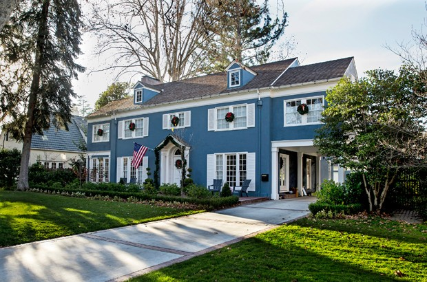 "Homes in Sacremento along 44th street, including the blue house seen prominently in the film, ""Lady Bird,"" on Dec. 18, 2017 in Sacramento, Calif.  (Kent Nishimura/Los Angeles Times/TNS) (Foto: TNS)"