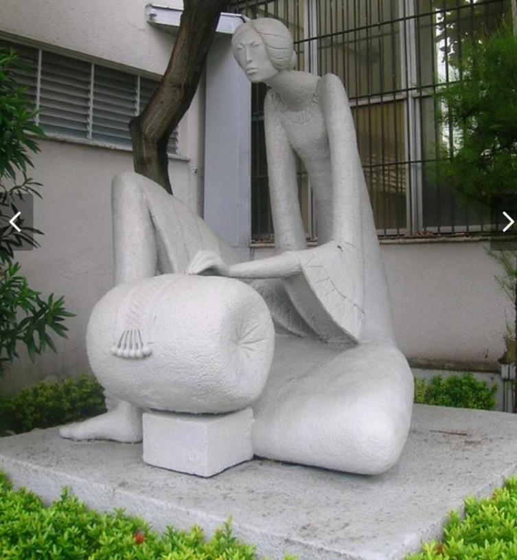 Escultura 'Mulher rendeira' é encontrada aos pedaços após desaparecer em Fortaleza