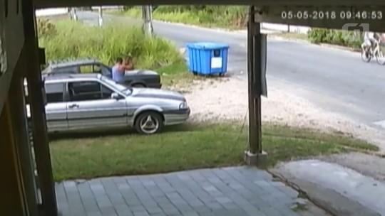 Polícia muda 'lesão' para 'tentativa de homicídio' caso de funileiro espancado a pauladas; vídeo
