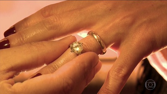 Justiça condena ex-noiva a devolver anel de R$ 50 mil
