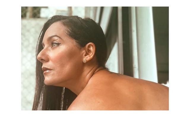Mônica Carvalho relata à coluna que recebeu alta após mais de uma semana com a Covid-19. Atriz, que fazia isolamento em seu quarto, em casa, recebeu alta médica (Foto: Reprodução)