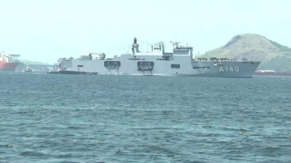 O navio Atlântico parte para o Nordeste — Foto: Reprodução/TV Globo
