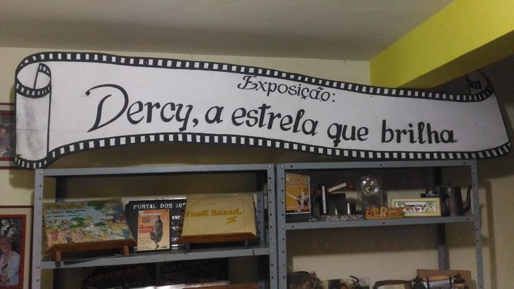 Exposição permanente guarda roupas, discos, fotos e acessórios que pertenceram a Dercy Gonçalves (Foto: Nestor Lopes/Arquivo Pessoal)