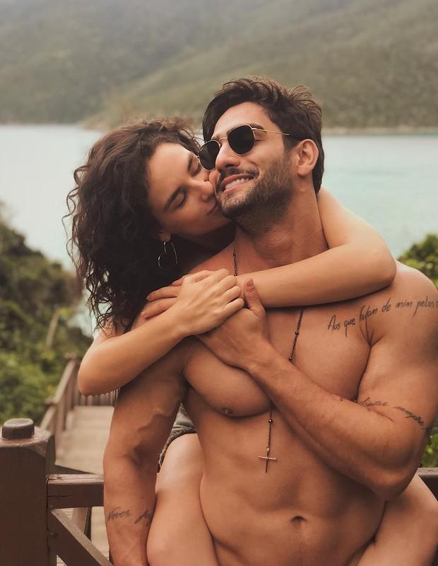Kéfera posa com o namorado (Foto: Instagram/Reprodução)