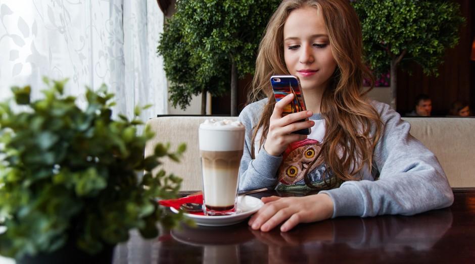 Jovem, celular, adolescente, smartphone, rede social, facebook (Foto: Reprodução/Pexel)