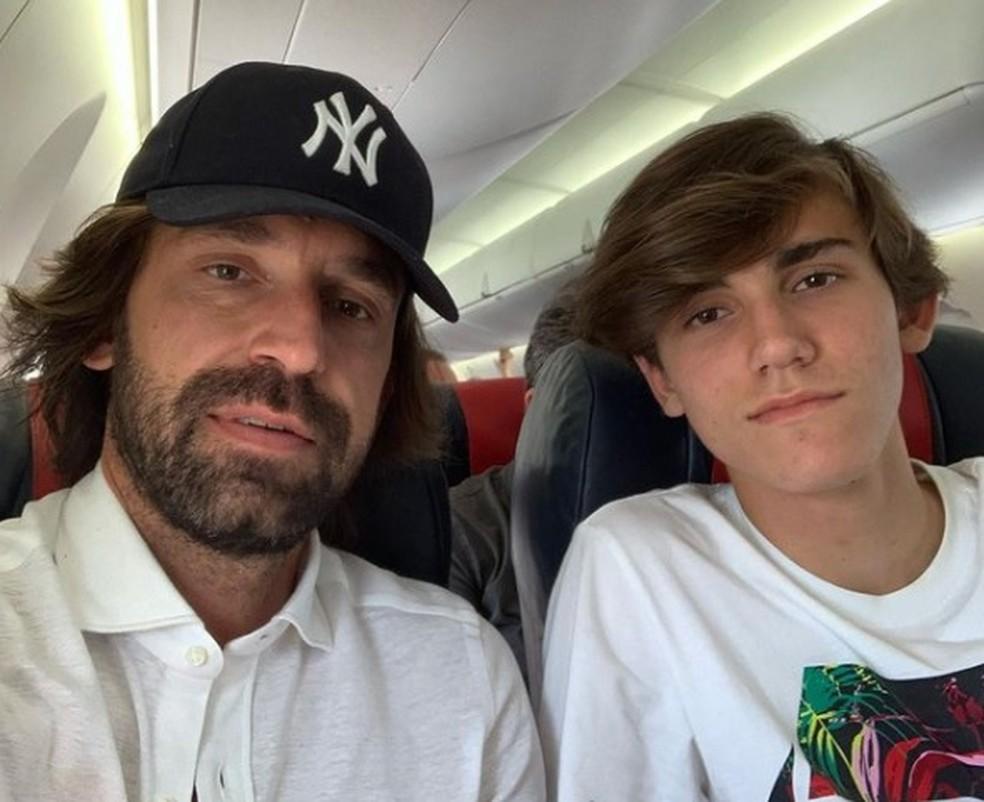 Andrea Pirlo, técnico da Juventus, e seu filho Nicoló Pirlo: os dois sofreram ameaças nas redes sociais — Foto: Instagram/Andrea Pirlo