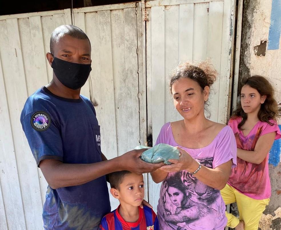Família não conseguiu pagar as compras depois que percebeu que tinha perdido o dinheiro em Lins — Foto: J. Serafim/Divulgação
