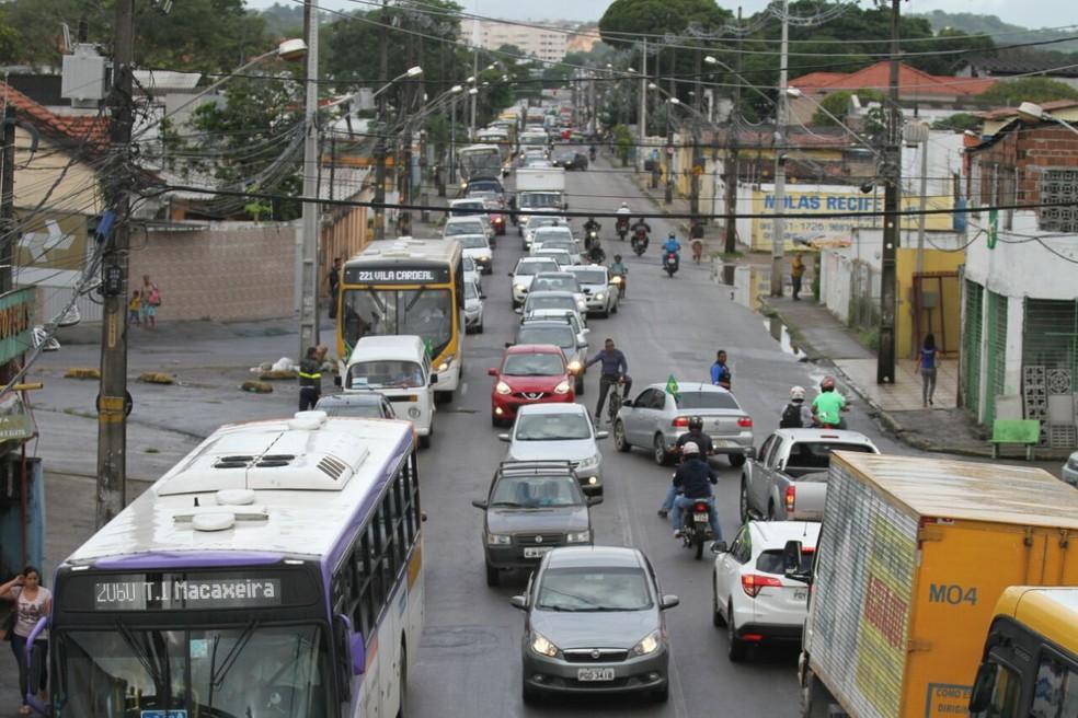 Trânsito na Zona Norte do Recife  tem retenções a qualquer hora do dia — Foto: Marlon Costa/Pernambuco Press
