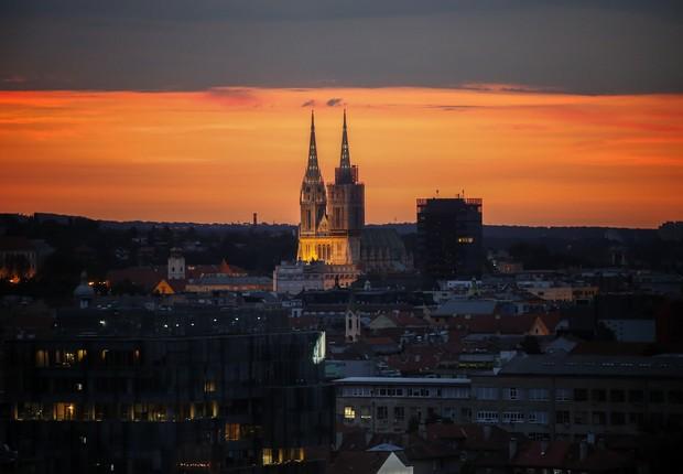 Pôr do sol na capital da Croácia, Zagreb (Foto: Srdjan Stevanovic/Getty Images)