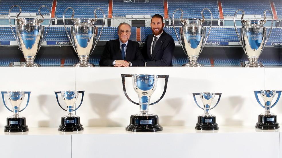 Florentino Pérez, presidente do Real Madrid, e Sergio Ramos durante cerimônia de despedida — Foto: Site oficial do Real Madrid