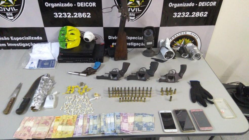 Polícia Civil apreendeu armas, drogas, câmeras, dinheiro e máscaras em operação que deixou quatro mortos em Macaíba, na Grande Natal — Foto: Polícia Civil/Divulgação