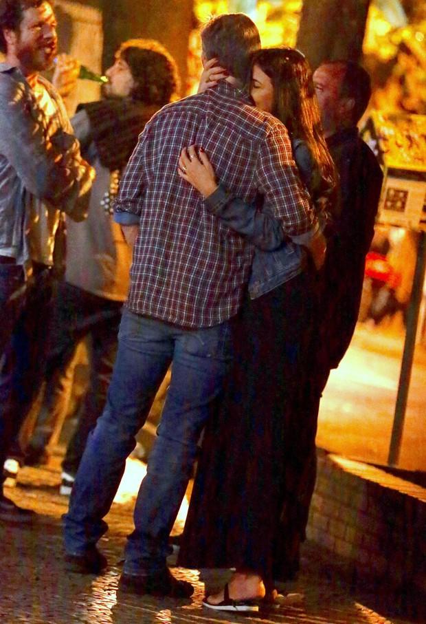 Marcello Novaes namora na Zona Sul do Rio (Foto: Thiago Martins/AgNews)