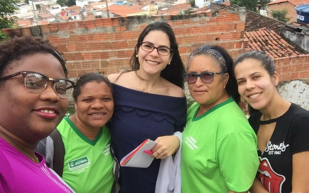 Maydelkis e colegas durante atendimento à população de Jacobina — Foto: Arquivo pessoal