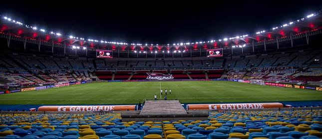 Maracanã, com a bandeira do programa Nação