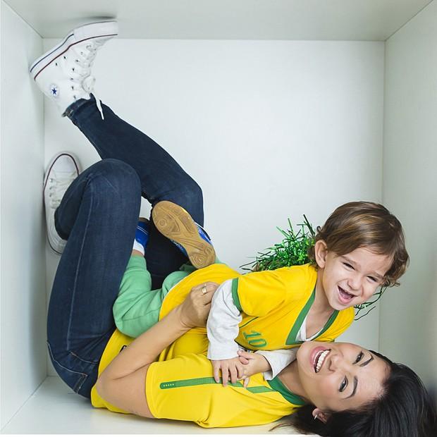 Suzana Alves e o filho, Benjamin (Foto: Shalimar Winkler)