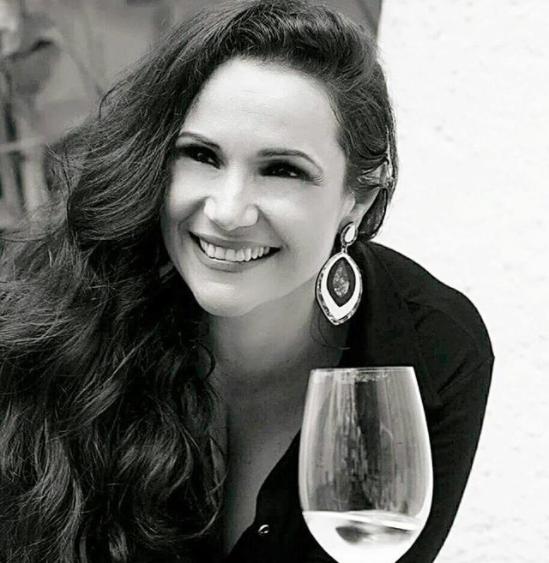 Elaine de Oliveira teve de enfrentar machismo da enologia (Foto: Reprodução)