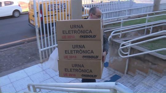 Urnas eletrônicas são distribuídas nos locais de votação em Maringá