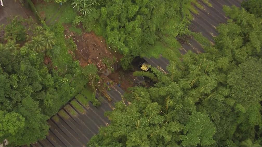 Vista aérea do desmoronamento do túnel — Foto: Reprodução/TV Globo