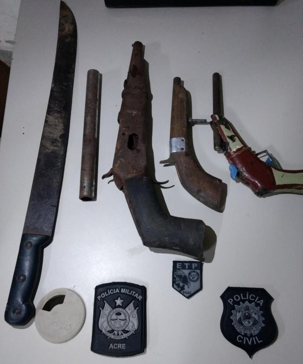 Armas foram encontradas em casa onde menor estava escondido (Foto: Divulgação/Polícia Civil do Acre)