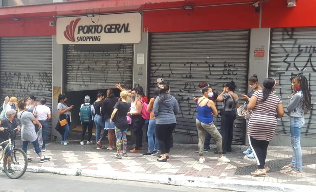 Movimentação na região central de São Paulo (SP), nesta quarta-feira (10), no primeiro dia de reabertura do comércio de rua  — Foto: Rodrigo Rodrigues/G1