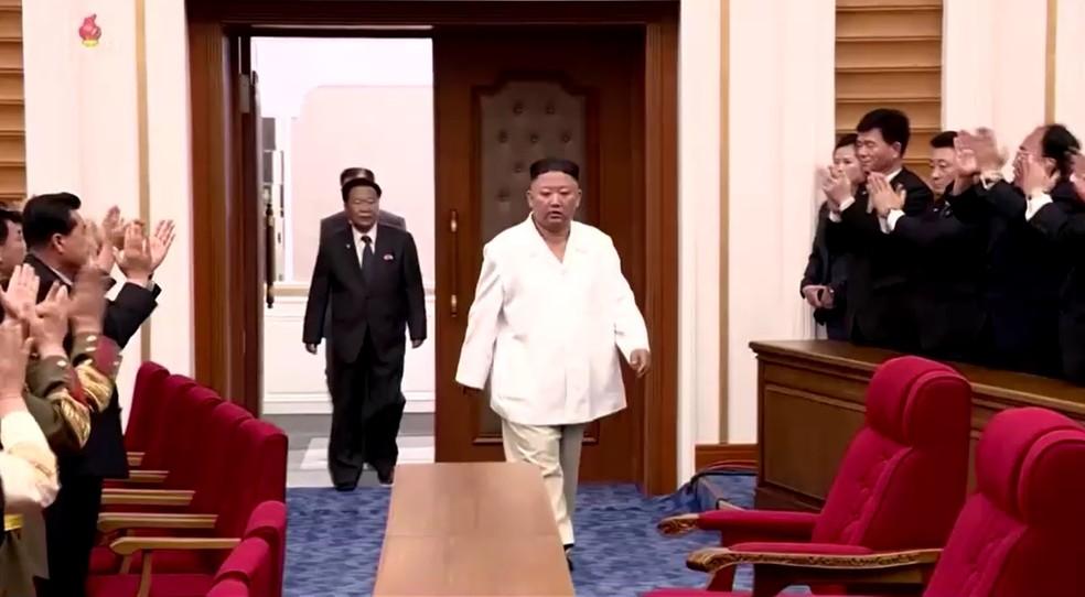 Líder da Coreia do Norte, Kim Jong Un, chegando a um concerto em Pyongyang. — Foto: Reprodução/Reuters