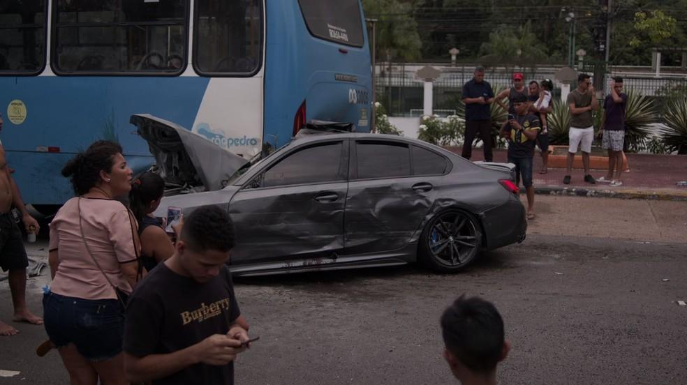 Motorista da BMW ficou ferido. — Foto: Daniel Magalhães/Rede Amazônica
