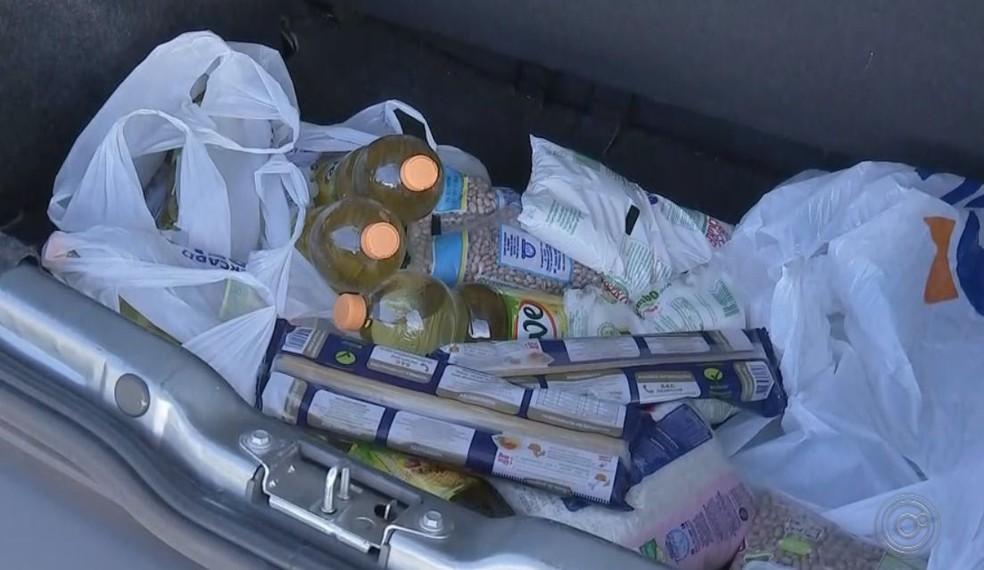 Até alimentos são doados para serem divididos entre os funcionários da UPA em Agudos (Foto: TV TEM / Reprodução )