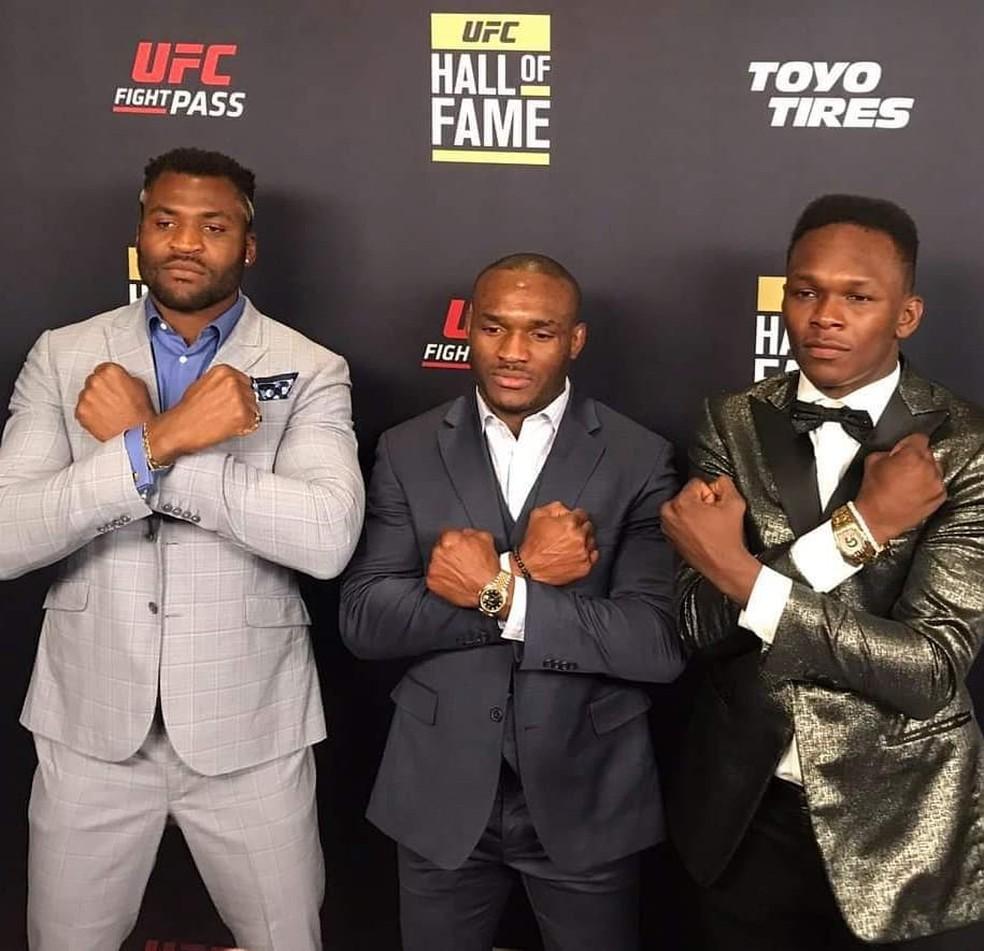 Francis Ngannou, Kamaru Usman e Israel Adesanya são os três campeões africanos do UFC — Foto: Divulgação / UFC