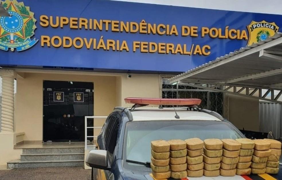 Mais de 40 quilos de droga são apreendidos e 40 pessoas são conduzidas em operação da PRF no AC — Foto: Divulgação/PRF-AC