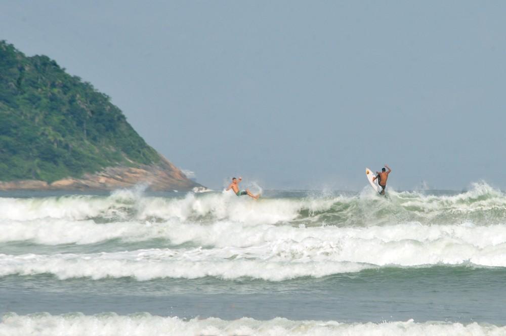 Praia Grande amplia horário para prática de esportes individuais no mar