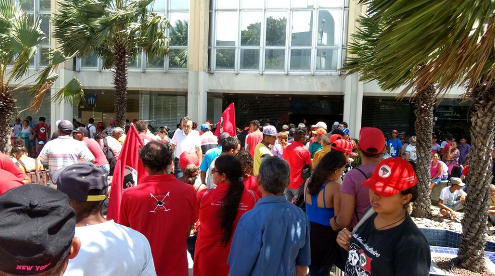 Manifestação dos integrantes do MST iniciou da madrugada desta quarta-feira. (Foto: Aline Oliveira/MST)