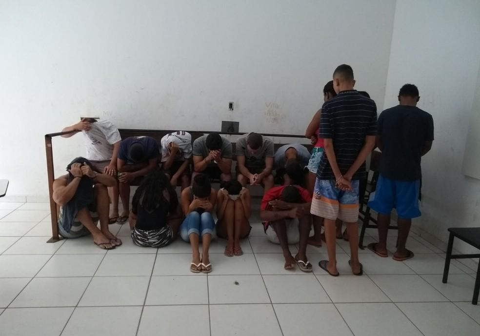 Suspeitos foram levados à delegacia (Foto: Divulgação/ Polícia Civil)