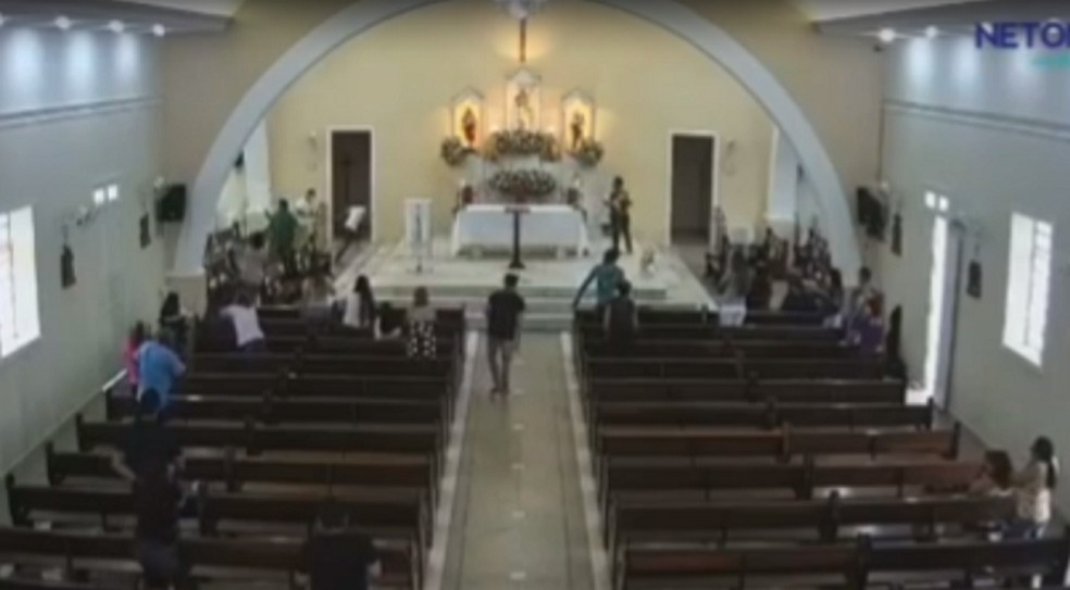 Forro de igreja desaba durante celebração no interior do RN — Foto: Reprodução
