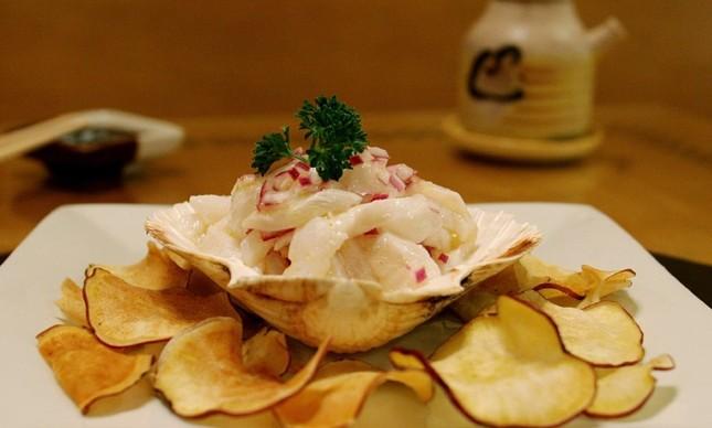 Origami: ceviche de linguado ao cítrico com chips de batata doce