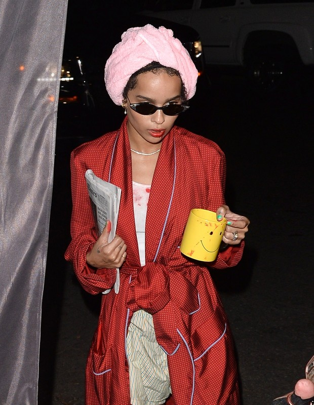 Beverly Hills, CA  - A bloody and tired Zoe Kravitz arrives at Casamigo Halloween party in Beverly Hills.Pictured: Zoe KravitzBACKGRID USA 27 OCTOBER 2018 BYLINE MUST READ: ALLA / BACKGRIDUSA: +1 310 798 9111 / usasales@backgrid.comUK: (Foto: ALLA / BACKGRID)