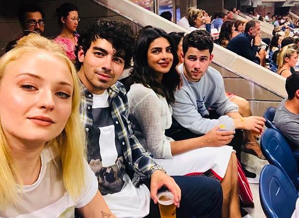 Os músicos e irmãos Nick Jonas e Joe Jonas e as atrizes Priyanka Chopra e Sophie Turner (Foto: Instagram)
