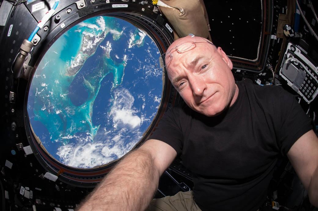 Selfie espacial (Foto: Divulgação/Nasa)